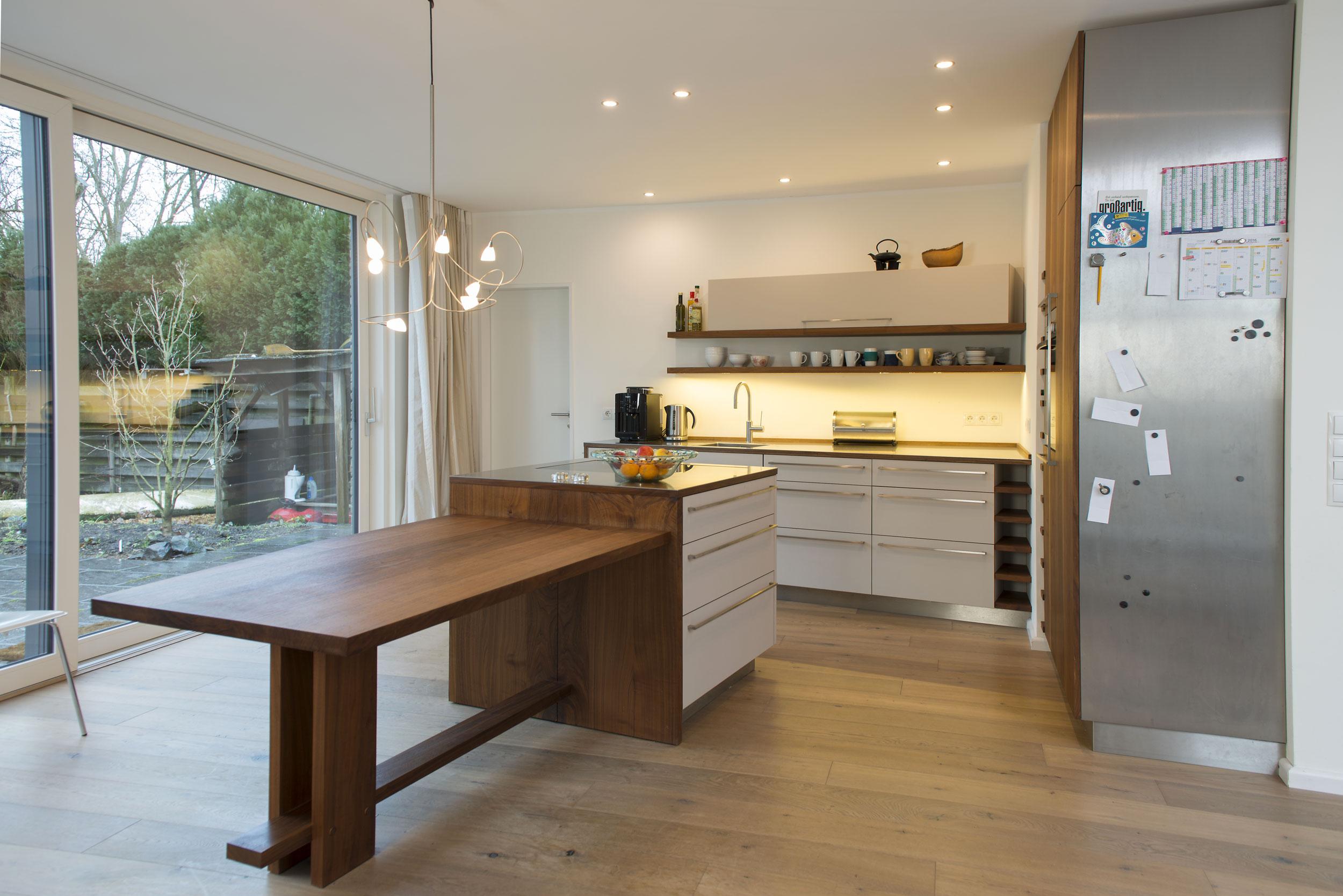 Extrem küche 109 material: edelstahl, linoleum, amerikanischer nussbaum BL35